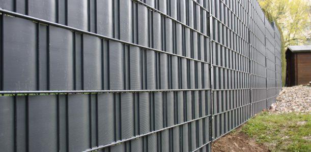 Doppelstabgitterzaun – Der pflegeleichte Zaun