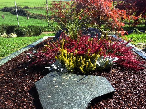 Eine ansprechend gepflegte Grabgestaltung ist ein Zeichen des Respekts und des Gedenkens